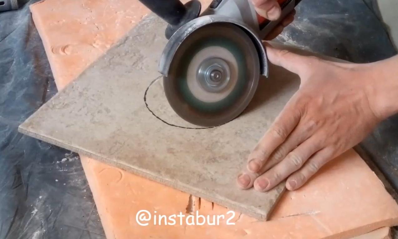 отверстие в плитке под вентиляцию
